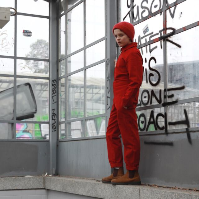 you love it in red ? #colchikred #colchikboilersuit #aboutcolchik #red #redlover #teensfashion #teenswithstyle #sbahn #berlin #loveberlin #boywithstyle #boilersuit #otherall #blaumann #combinaison #unisex #uniform
