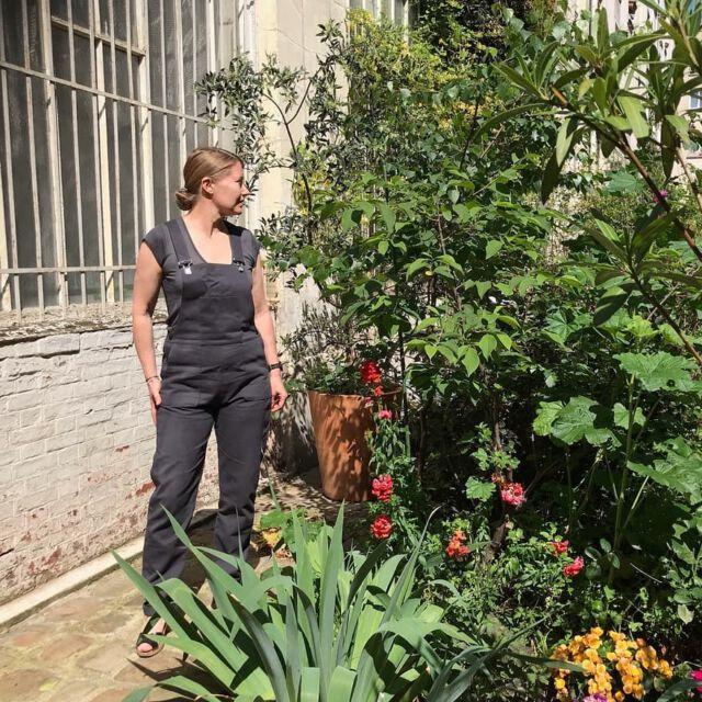 Perfect summer look in stone color. Merci @eva_lange 🌱🌸🍀🌺🌱 #aboutcolchik #colchikdungaree #colchikstone #dungaree #overall #salopette #grey #greylover #gris #grau #unisex #uniform #womanfashion #ruggedstyle #workwearstyle #industriel