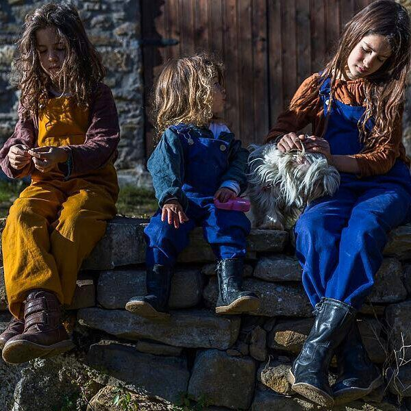 That's just how I like children: wild, free and beautiful ✨ Thank you so much Manuela @mes_enfants_sauvages for yours wonderful pictures 🙌 All 3 kids are wearing our Colchik dungaree in rust & indigo 💛💙 #aboutcolchik #colchikdungaree #colchikforever #workwear #dungaree #overall #salopette #latshose #wildchildhood #wild #lovecolors #slowfashion #buyoneplantone #buylessbuybetter #rust #rouille #indigo #indigolovers #childhood
