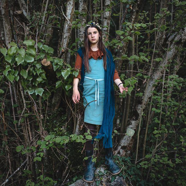 Queen of the woods 💫 Do you know that we plant a tree for each clothe we sail? Our little Colchik forest is growing every day and I'm so happy about it ! #colchikaprondress #aprondress #robetablier #aboutcolchik #baltic #colchikbaltic #oldblue #buylessbuybetter #buyoneplantone #slowfashion #makingourworldbetter #naturekids #lovetrees #intheforest #strongfashion #workwearforgirls