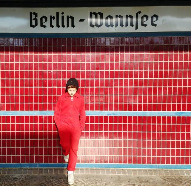 Red. #aboutcolchik #colchikboilersuit #colchikred #combinaison #overall #berlin #wannsee #sbahn #red #unisex #slowfashion #forteens #boywithstyle #buyoneplantone #greenfashion #wearecolchik