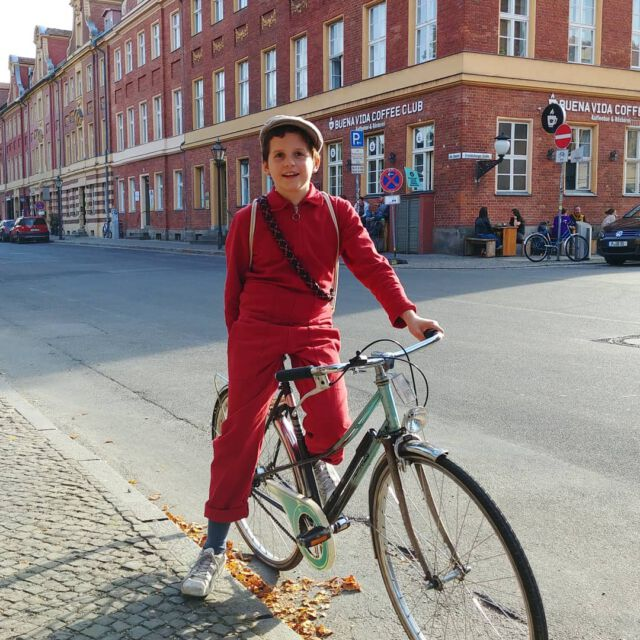Red 🎈 #aboutcolchik #wearecolchik #colchikboilersuit #colchikred #boilersuit #overall #combi #combinaison #red #slowfashion #slowdesign #simple #lessismore #qualityfashion #denimlove #workwearstyle #buyoneplantone